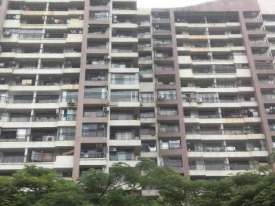 Gallery Cover Image of 1250 Sq.ft 2 BHK Apartment for buy in Raheja Maple Leaf, Powai for 21000000