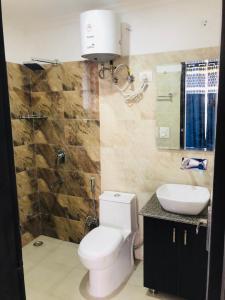 Bathroom Image of Urbanroomz Girls PG in DLF Phase 2