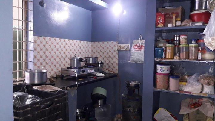 इलेक्ट्रॉनिक सिटी में श्री विग्नेश्वरा पीजी में किचन की तस्वीर