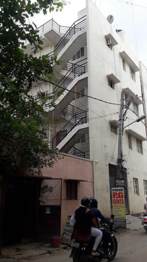 जीबी पाल्य में श्री धनलक्ष्मी पीजी में बिल्डिंग की तस्वीर