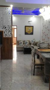 Gallery Cover Image of 750 Sq.ft 1 BHK Independent Floor for buy in Tilawala for 1700000