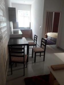 Gallery Cover Image of 1050 Sq.ft 3 BHK Apartment for buy in Sector 75 for 2633000