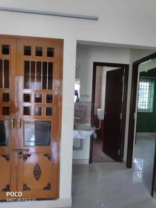 Gallery Cover Image of 1680 Sq.ft 3 BHK Apartment for rent in Sreenivas Thiruvanmiyur Apartment, Thiruvanmiyur for 25000
