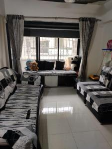 Gallery Cover Image of 680 Sq.ft 1 BHK Apartment for buy in Shree Ram Tower, Kalyan West for 5500000