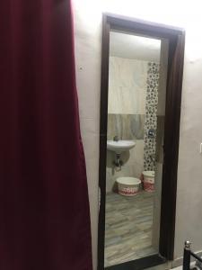 Bathroom Image of Neepa PG Accomodation in Ellisbridge