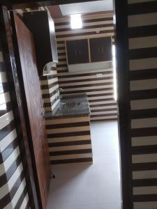Gallery Cover Image of 450 Sq.ft 2 BHK Apartment for rent in New Grain Market for 7500