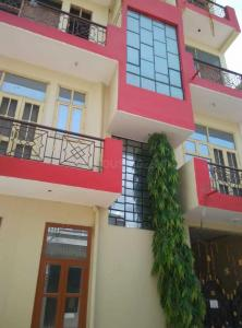 Gallery Cover Image of 600 Sq.ft 1 BHK Independent Floor for rent in Sector 105 for 6000