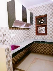 Gallery Cover Image of 500 Sq.ft 1 RK Independent Floor for rent in Chhattarpur for 7000