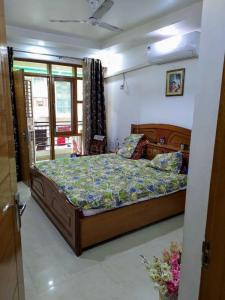 Gallery Cover Image of 1600 Sq.ft 3 BHK Apartment for buy in Creative Heights Apartment, Sector 31 Rohini for 14800000