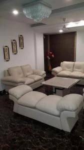 Gallery Cover Image of 1950 Sq.ft 3 BHK Apartment for rent in Mahagun Moderne, Sector 78 for 40000