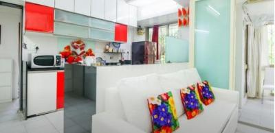 Gallery Cover Image of 1200 Sq.ft 2 BHK Apartment for rent in Juhu for 95000