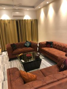 Gallery Cover Image of 2000 Sq.ft 3 BHK Independent House for rent in Greater Kailash Executive Floor, Greater Kailash I for 65000
