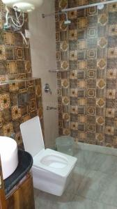 Bathroom Image of Kalka PG Services in DLF Phase 1