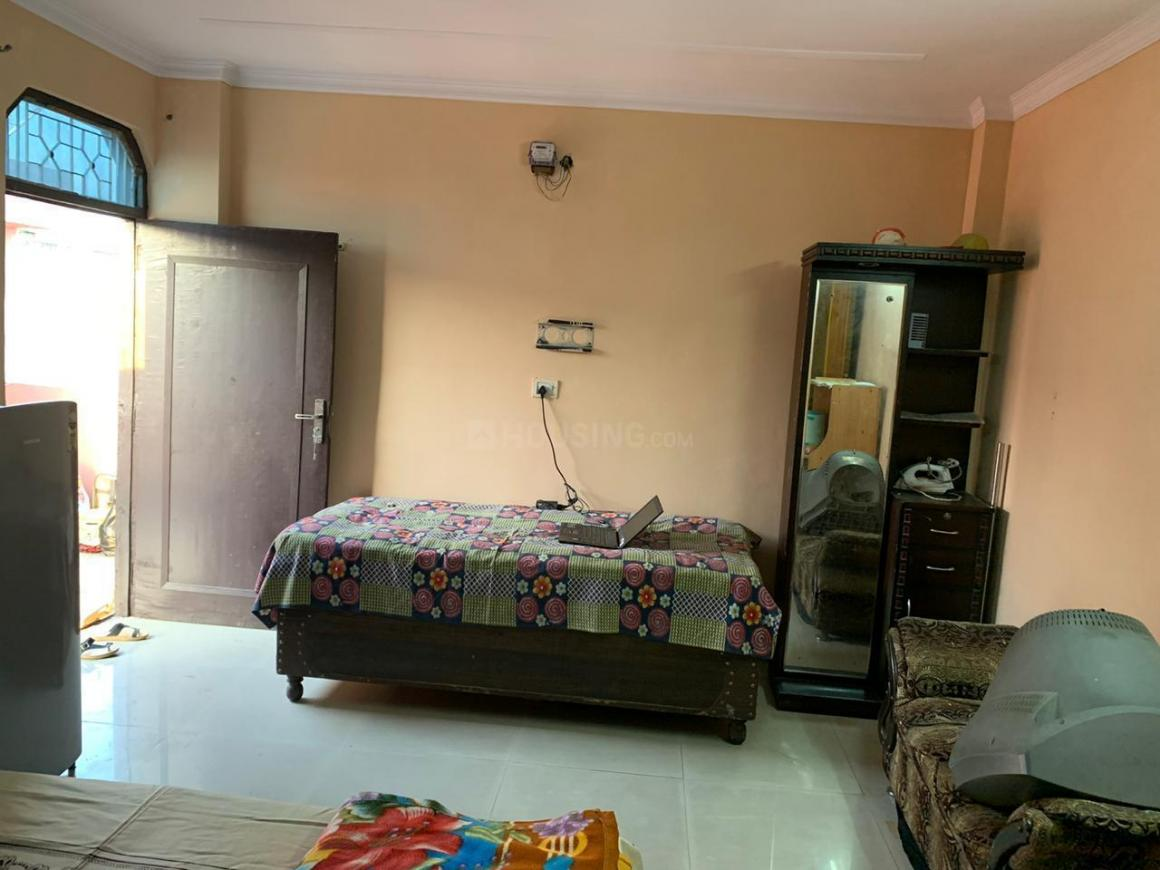 Bedroom Image of Gayatri PG in Chhattarpur