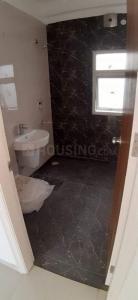निराला ग्रीनशोर, नोएडा एक्सटेंशन  में 7000000  खरीदें  के लिए 1481 Sq.ft 3 BHK अपार्टमेंट के बाथरूम  की तस्वीर