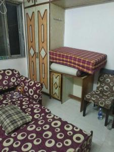 Gallery Cover Image of 285 Sq.ft 1 RK Independent House for rent in Vile Parle East for 21000