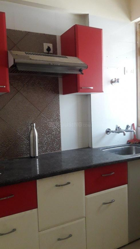 Kitchen Image of 800 Sq.ft 2 BHK Apartment for rent in Kasarvadavali, Thane West for 16000