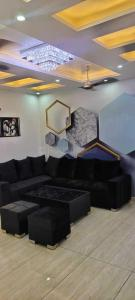 Gallery Cover Image of 900 Sq.ft 3 BHK Independent Floor for buy in Dwarka Mor for 5600000