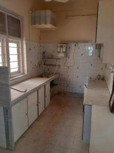 Gallery Cover Image of 2575 Sq.ft 3 BHK Apartment for rent in Parel for 140000