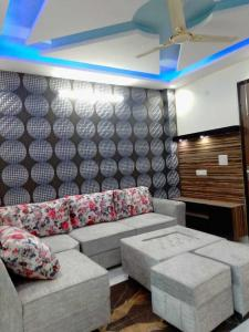 Gallery Cover Image of 850 Sq.ft 3 BHK Independent Floor for buy in Uttam Nagar for 3800000