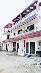 Gallery Cover Image of 977 Sq.ft 2 BHK Independent Floor for buy in Crossings Republik for 3500000