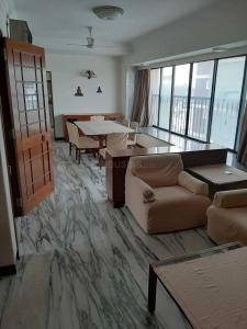 Gallery Cover Image of 1200 Sq.ft 3 BHK Apartment for rent in Vile Parle West for 150000