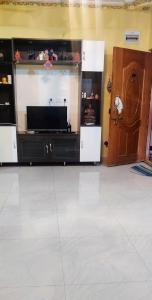 Gallery Cover Image of 1200 Sq.ft 2 BHK Apartment for rent in Kartik Nagar for 18000