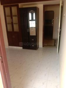 Gallery Cover Image of 950 Sq.ft 2 BHK Apartment for rent in Velachery for 17000