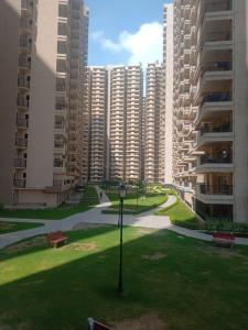 Gallery Cover Image of 900 Sq.ft 2 BHK Apartment for buy in 14th Avenue Gaur City, Noida Extension for 3200000