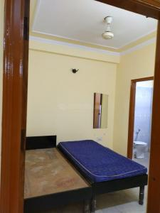 Gallery Cover Image of 900 Sq.ft 2 BHK Apartment for rent in RWA Khirki Extension Block R, Malviya Nagar for 15000