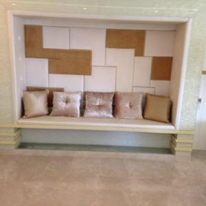Gallery Cover Image of 3500 Sq.ft 4 BHK Villa for buy in Juhu for 150000000