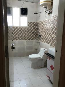 सेक्टर 48 में द स्टोन हाउस के बाथरूम की तस्वीर