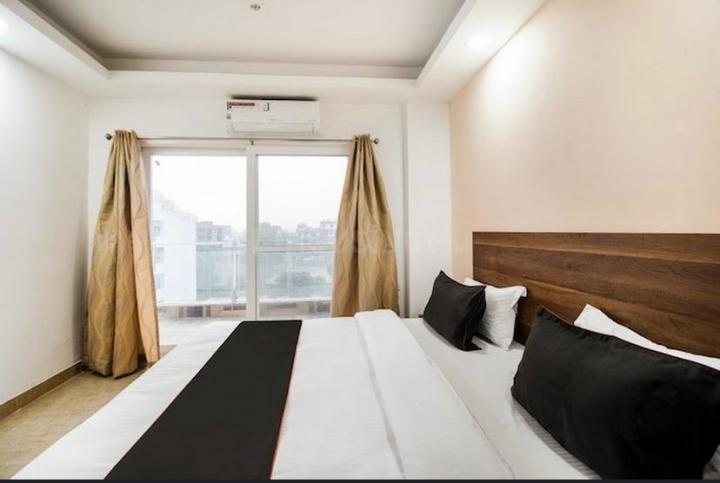 सेक्टर 42 में द सफेहोउसे पीजी के बेडरूम की तस्वीर