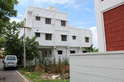 Gallery Cover Image of 1100 Sq.ft 2 BHK Apartment for rent in Sreenivas Thiruvanmiyur Apartment, Thiruvanmiyur for 22000