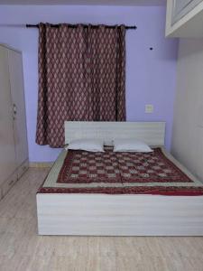 Gallery Cover Image of 900 Sq.ft 2 BHK Apartment for rent in RWA Lajpat Nagar 4 Colonies, Lajpat Nagar for 27000