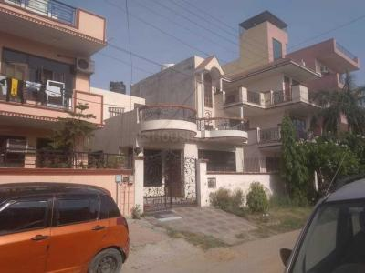 Gallery Cover Image of 2304 Sq.ft 3 BHK Independent House for rent in Sector 23A for 24000