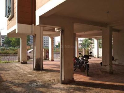 न्यू टाउन में न्यूटाउन में पार्किंग क्षेत की तस्वीर