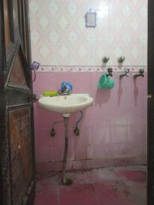 Bathroom Image of Dev PG in Laxmi Nagar