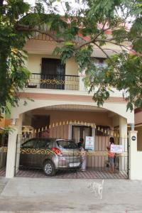 Gallery Cover Image of 2000 Sq.ft 3 BHK Independent House for buy in Valasaravakkam for 13000000