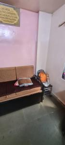 Gallery Cover Image of 280 Sq.ft 1 BHK Independent House for rent in Bandra East for 20000