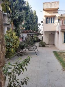 Gallery Cover Image of 2250 Sq.ft 4 BHK Independent House for rent in Vasna for 35000