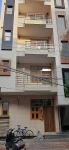 Gallery Cover Image of 750 Sq.ft 2 BHK Independent Floor for buy in  Sector 2 Rohini for 5000000