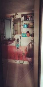 Bathroom Image of 680 Sq.ft 2 BHK Apartment for buy in Usha Sadan Apartment, Cuffe Parade for 30000000