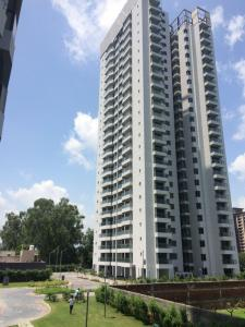 Gallery Cover Image of 1900 Sq.ft 3 BHK Apartment for rent in Sector 106 for 15000
