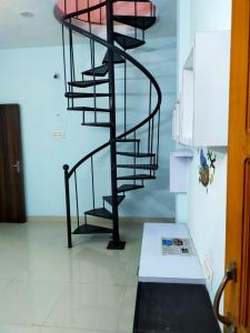 Gallery Cover Image of 1312 Sq.ft 3 BHK Independent Floor for buy in Surapet for 6500000
