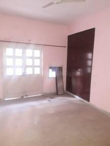 Gallery Cover Image of 2100 Sq.ft 3 BHK Apartment for rent in CGHS Shakuntalam, Sector 10 Dwarka for 32000