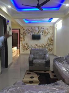Gallery Cover Image of 900 Sq.ft 2 BHK Apartment for buy in Satyam Paradise, Sector 121 for 3500000