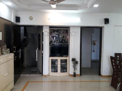 Gallery Cover Image of 1600 Sq.ft 3 BHK Apartment for buy in Kandivali West for 26500000