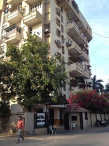 Gallery Cover Image of 1096 Sq.ft 3 BHK Apartment for rent in Thaltej for 27000