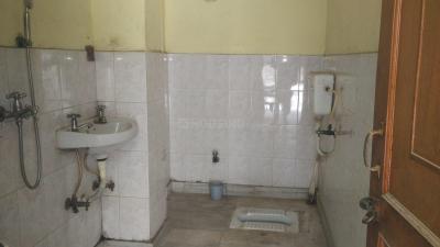 सेक्टर 15 रोहिणी में इंडिपेंडंट रूम फ़ॉर मेल के कॉमन बाथरूम की तस्वीर